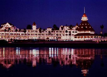 Hotel Del Reflection