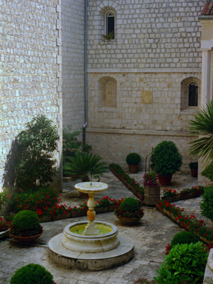 Mt Cassino Courtyard Garden