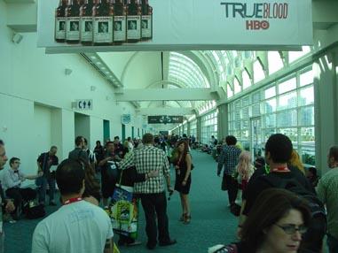 7190 Comic Con Walking the Hall
